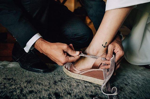 Cinderella . . . . . #wedding #bride #weddingdetails #weddingphotography #boda #casamento #matrimonio #groom #weddingmoments #mmp #fotógrafodebodas #tattoo