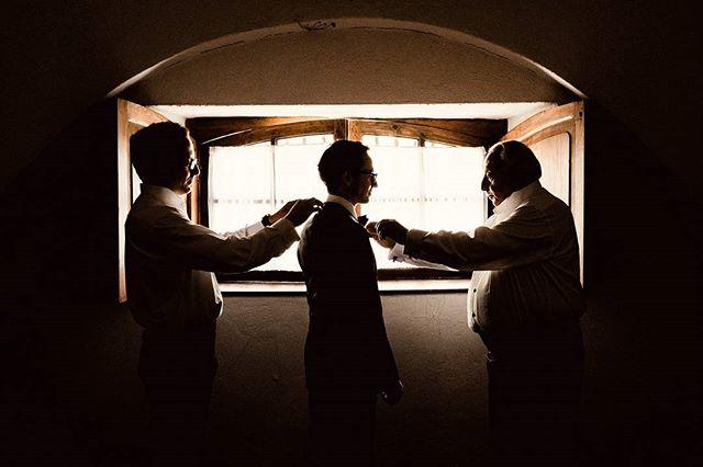 Preparación / Getting Ready . . . . . #weddingphotography #wedding #groom #ritual #boda #casamento #martinmuriel #queretaro #sanmigueldeallende #bride #naturallight #gettingready