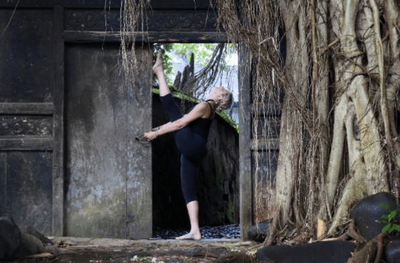 embodied flow yoga teacher training tarajudelle 29.png
