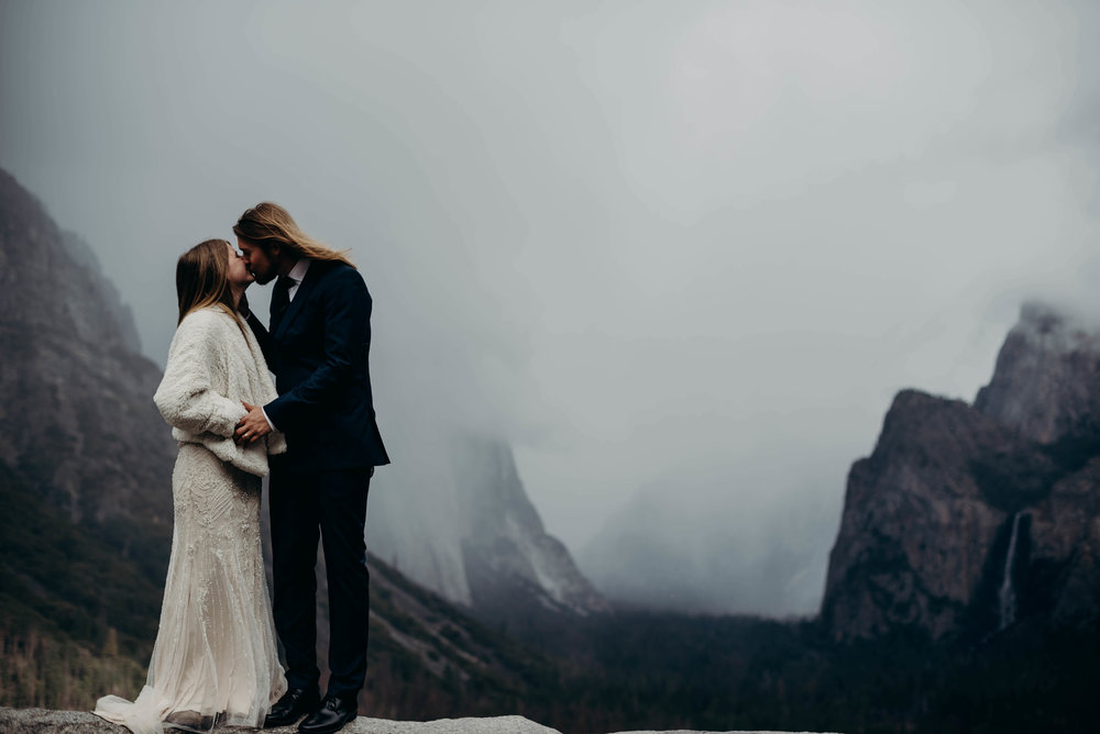 Adventure-Elopement-Yosemite-Tunnelview-9.jpg