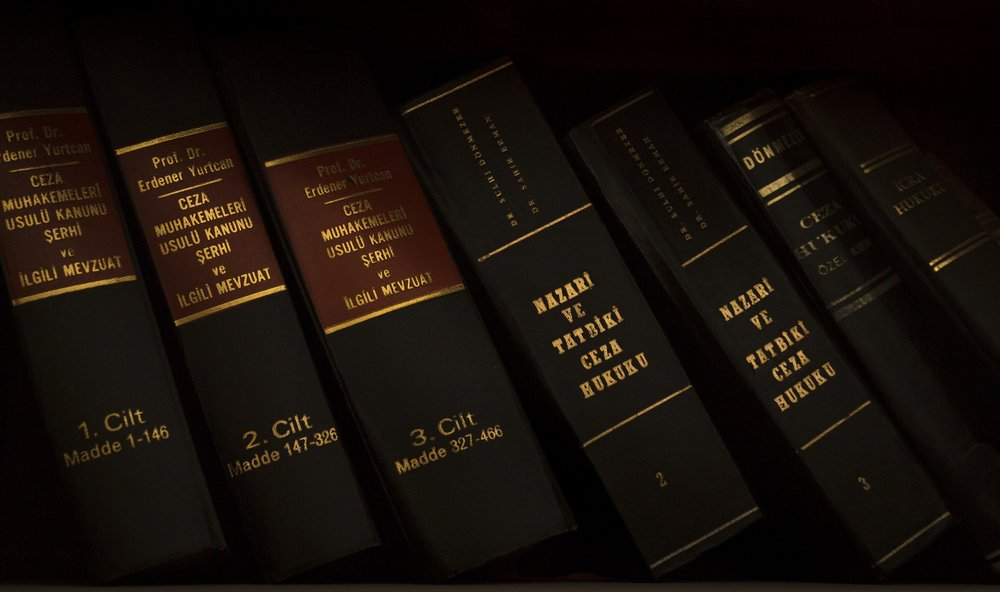 justice-1509436_1920.jpg