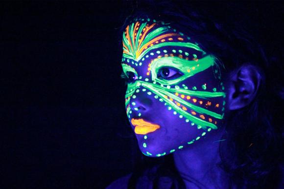 UV Face Paint -