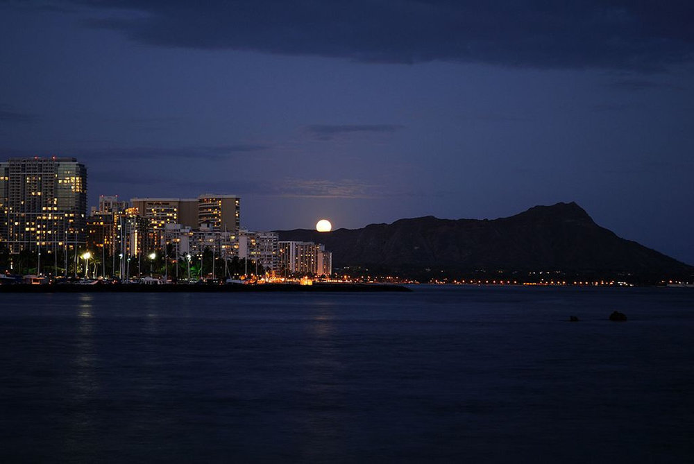_01_Full_Moon_Rising_over_Diamond_Head_(4677896462).jpg