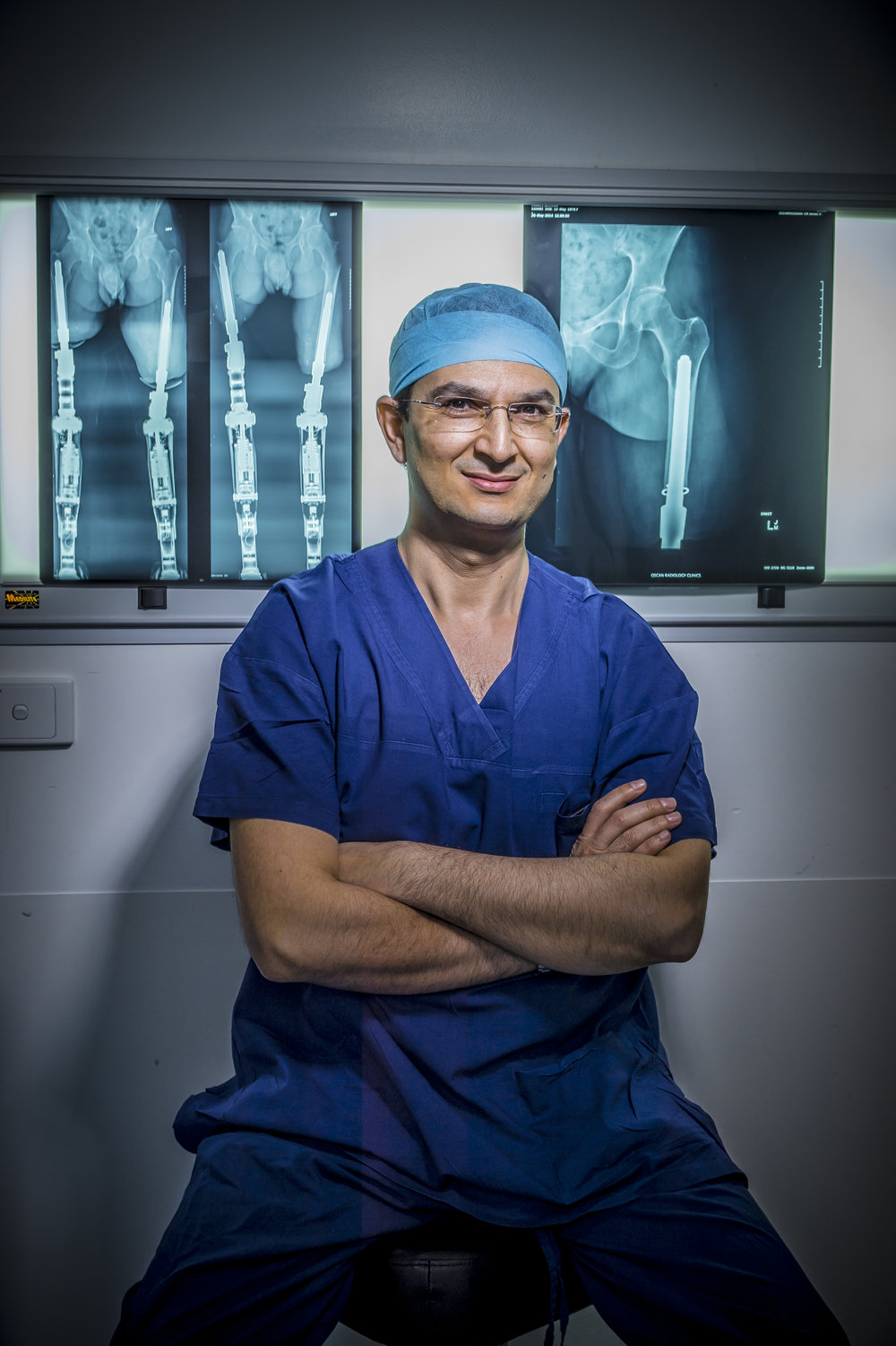 - An Australian-trained Orthopaedic Surgeon and a Squadron Leader in the Australian Air Force Reserve, Munjed is also an Ambassador for the Australian Red Cross, human rights activist and a refugee. He is now one of three surgeons world-wide pioneering a revolutionary technology known as Osseointegration.As a leading surgeon in this complex reconstructive and robotic surgery, Munjed has helped more than 450 amputees from around the world to improve mobility, reduce pain and enhance their overall quality of life.