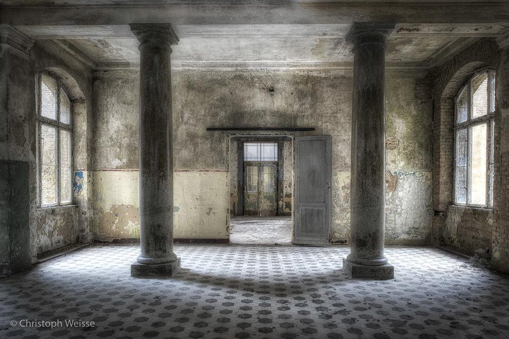 Eingangsbereich zur verlassenen Tuberkulose-Klinik