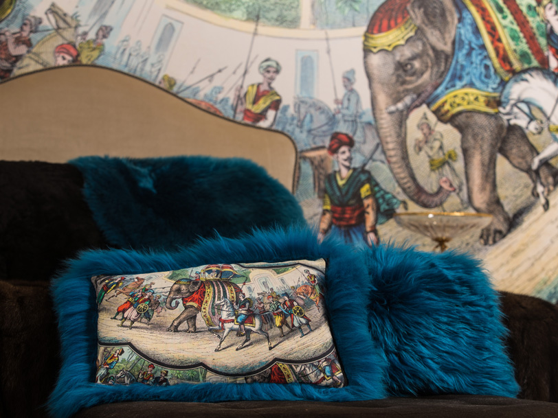 Coussins et décor mural panoramique
