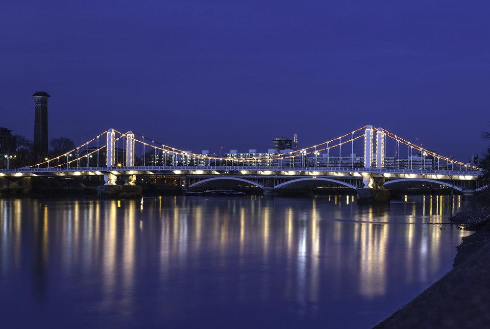 Chelsea Bridge at night cleaned up version WR.jpg