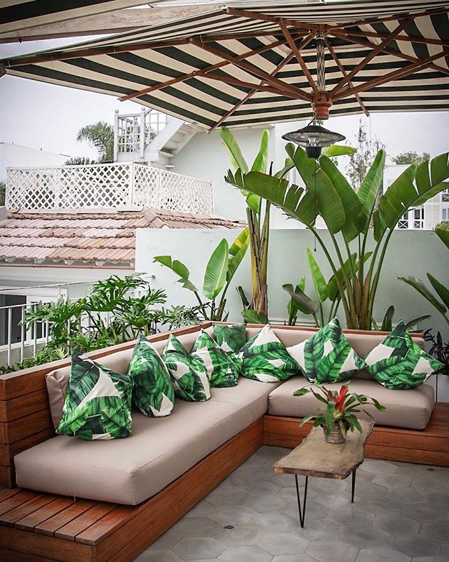 Looking for the perfect place to enjoy a pisco sour in Lima? Villa Barranco's rooftop may be just the spot. 📷: @anita_ben