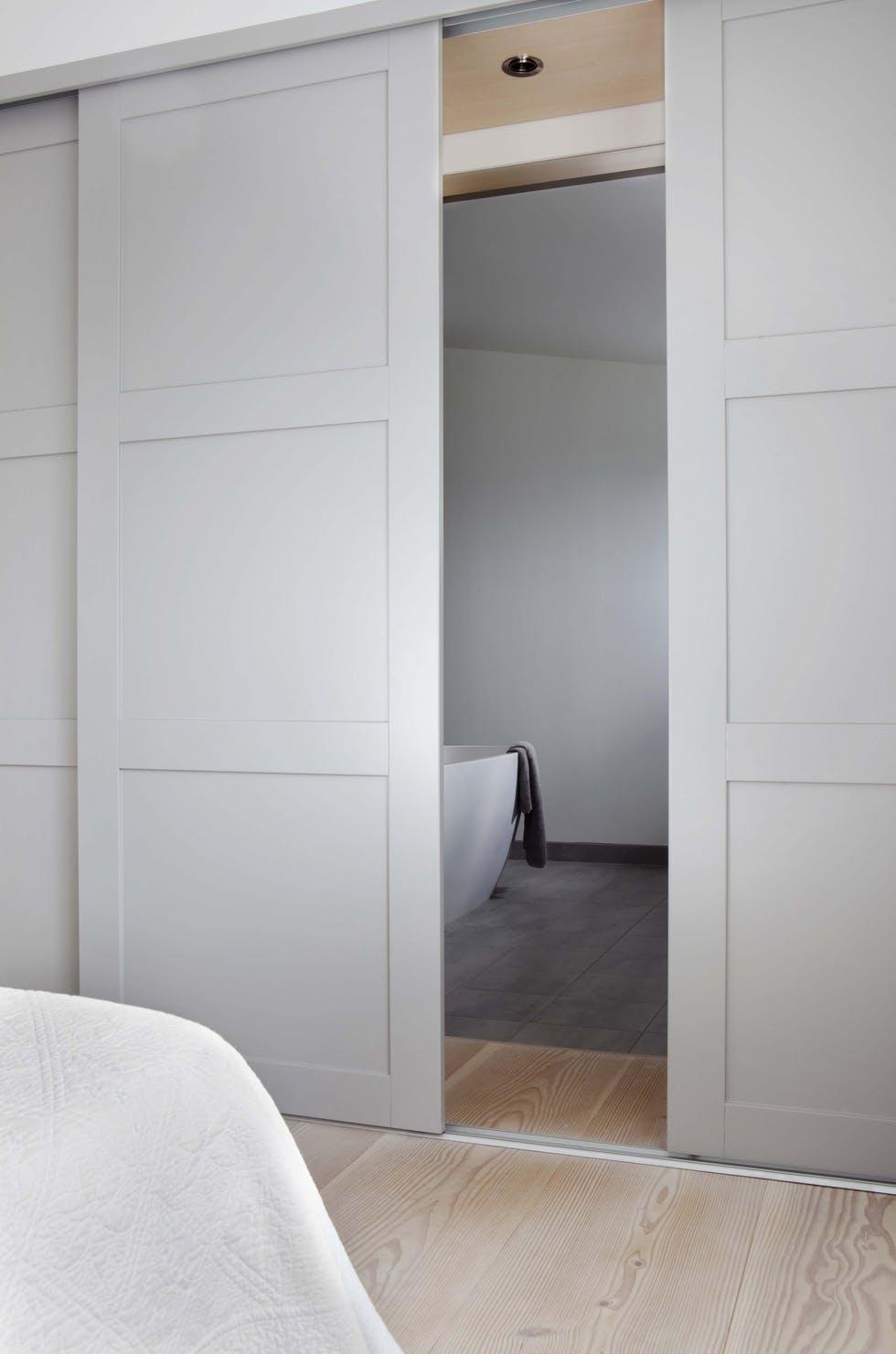 Bo Bedre (Norway) - Concealed Track & Embedded Floor Guide. A nice clean look.
