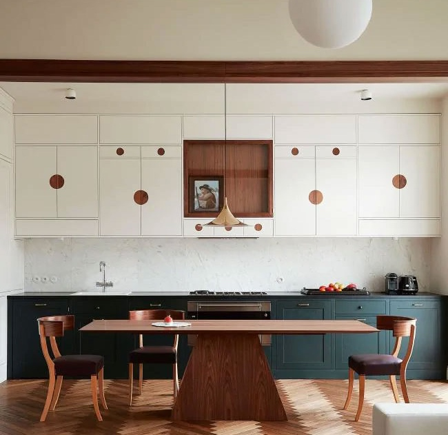 Kitchen with Art Deco details and Klysmos style chairs. Playful, stylish and suitable for family life as well as entertaining. The distinct handle details are sprouting up here and there in today's kitchens. Source: