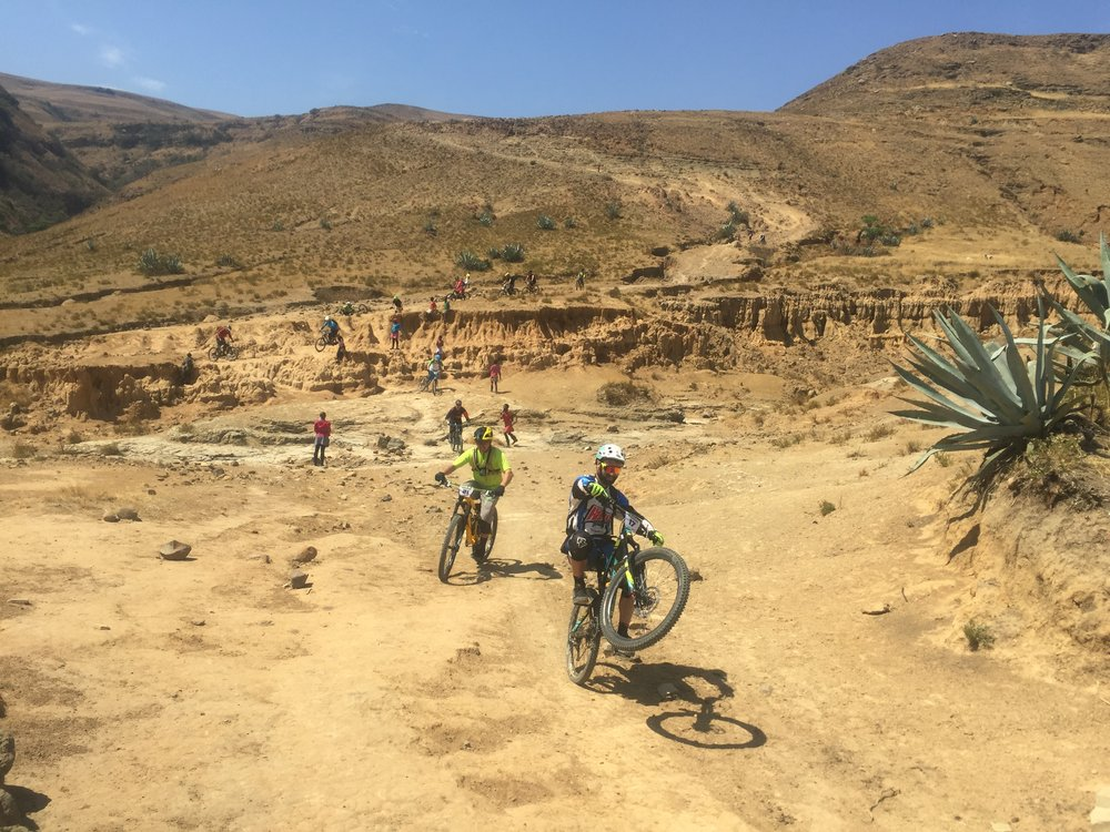 South Africa heli-biking. - We've teamed up with our buddies at Rockslide MTB to offer you this unique and unforgettable trip to South Africa.