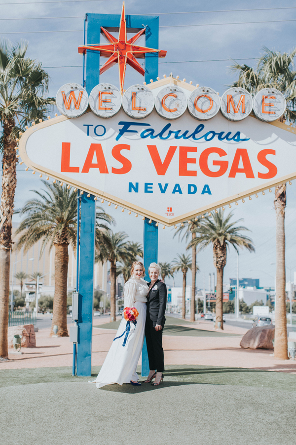 Ashley Giffin Photography Couple in front of Las Vegas Sign