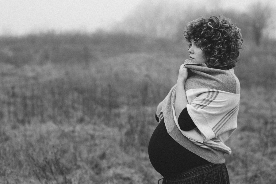 Black and white photo of mom to be, Foggy Field Morning Baby Bump Session | Turnquist Photography