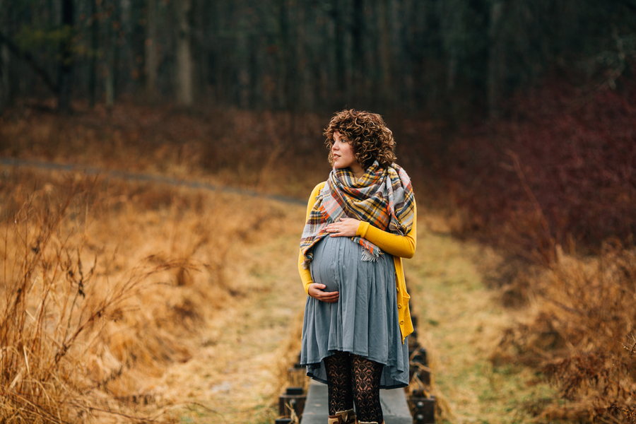 Mom to be holding belly, Foggy Field Morning Baby Bump Session | Turnquist Photography