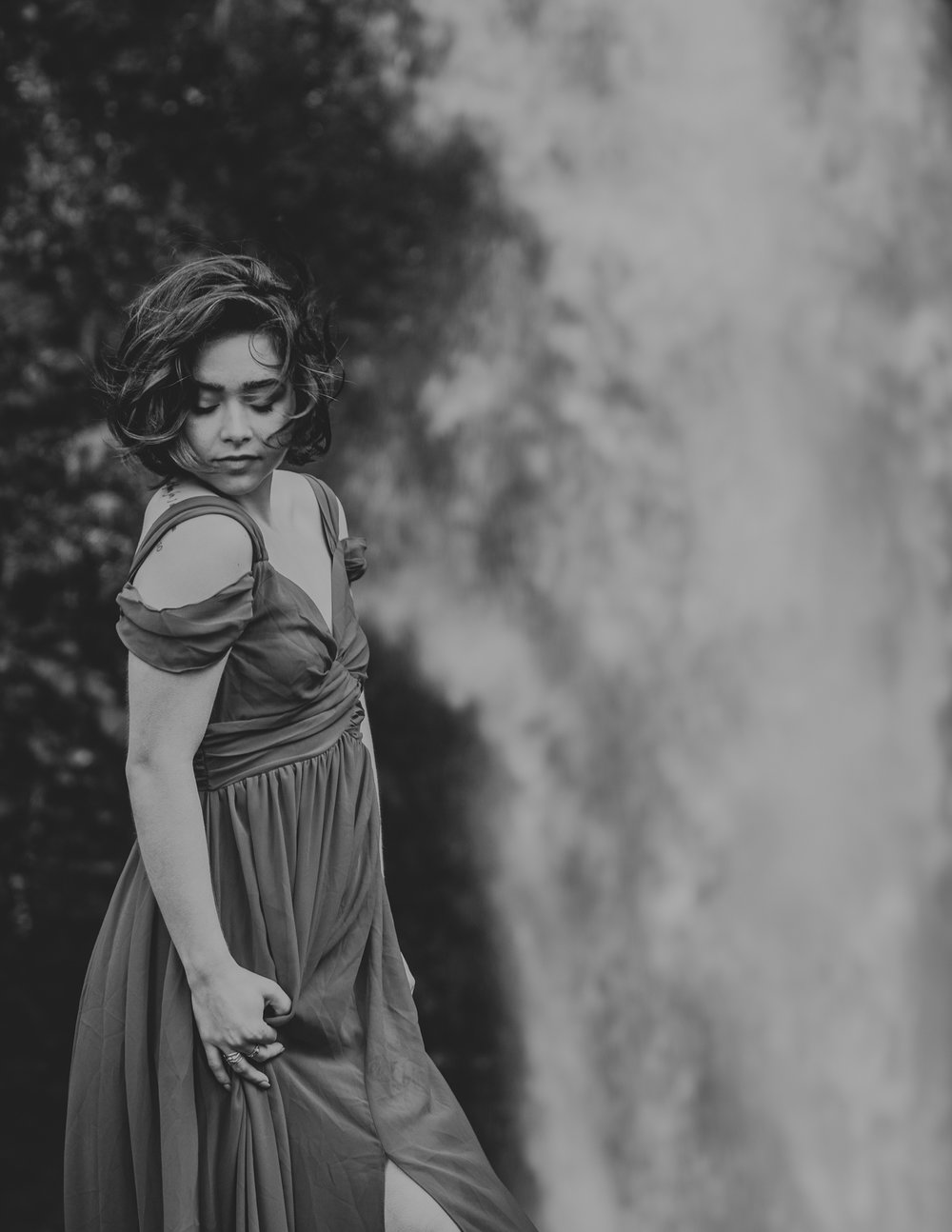 Black and white photo of babe in front of waterfall, Adventurous Outdoor + Waterfall Couples Session | Croative Photography