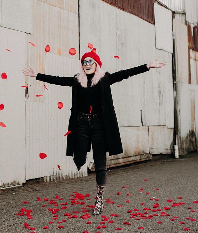 Happy friYAY babes! 📸: @staciecarrphoto 👩🏼@aurelcee