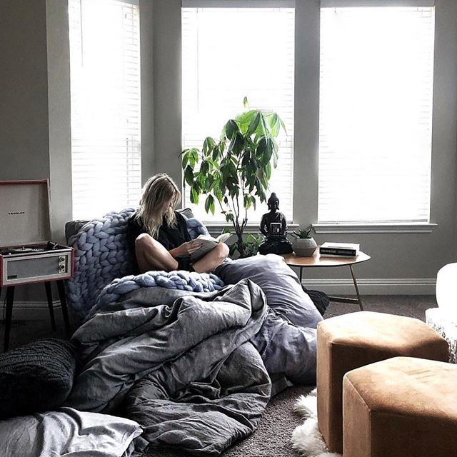 @karamarieboudoir is living my dreams in this comfy oasis of quiet and reading. What are you reading recently? I need some more amazing and inspiring finds!