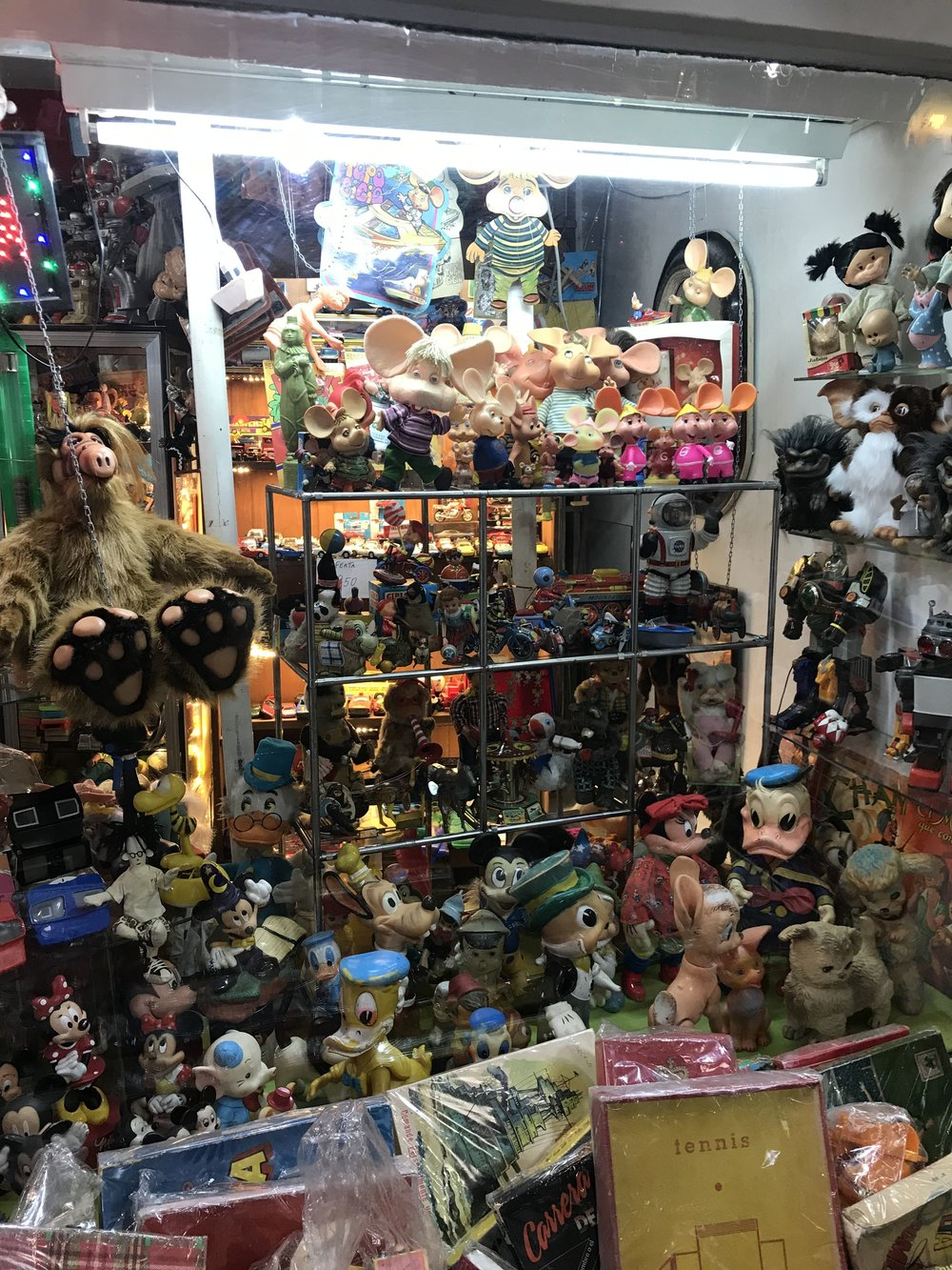 Other things you can buy and see at San Telmo Market? NIGHTMARE FUEL. Ugh.