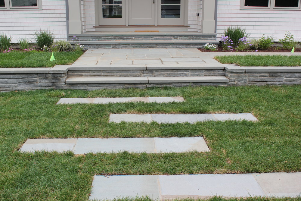 FULL RANGE, NATURAL CLEFT BLUESTONE TREADS