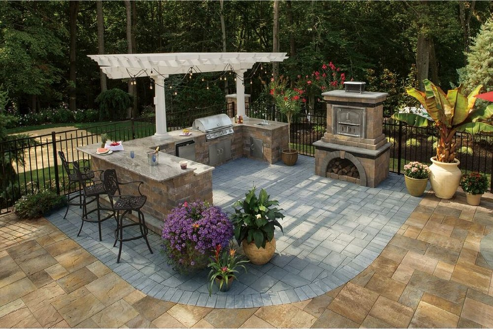 LEDGESTONE, BLUESTONE BLEND  PHOTO CREDIT: PHOTO COURTESY OF CAMBRIDGE PAVINGSTONES