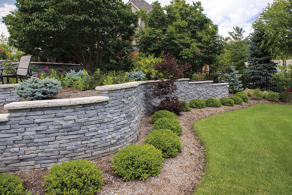 RIVERCREST WALL IN COASTAL SLATE WITH LEDGESTONE COPING IN BUFF