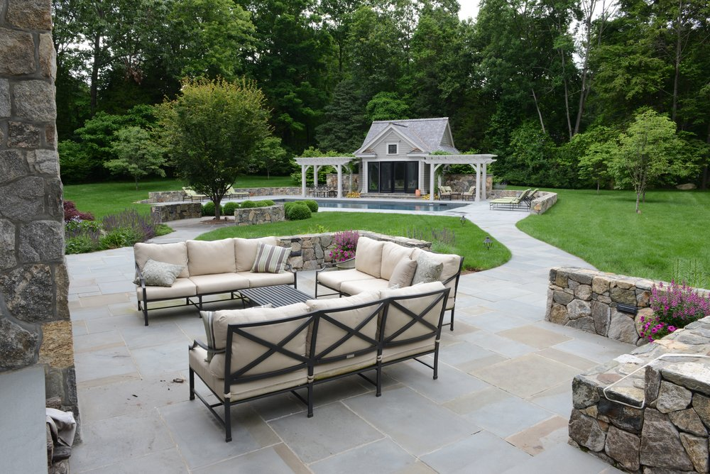 MATERIALS USED: FULL RANGE, THERMAL BLUESTONE PATIO; CT FIELDSTONE, MOSAIC CUT WALLS