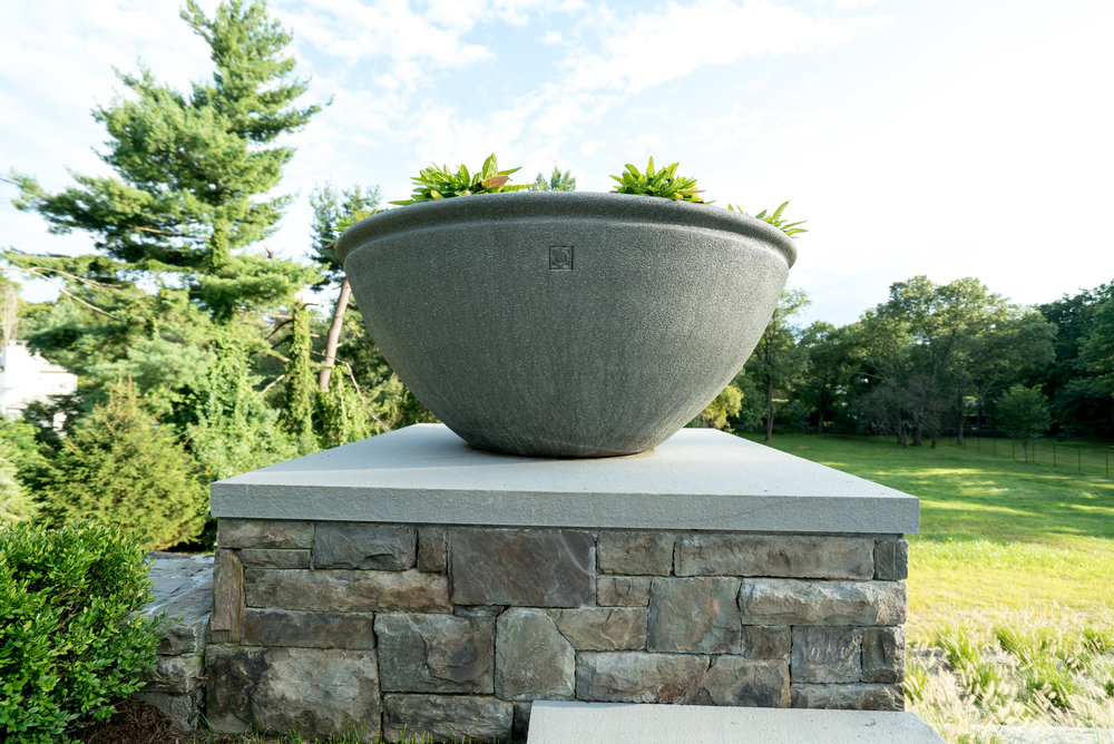 MATERIALS USED: BROOKLINE THINSTONE, THERMAL BLUESTONE WALL CAP