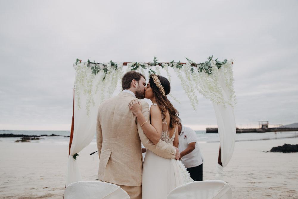 Michelle-Agurto-Fotografia-Bodas-Ecuador-Destination-Wedding-Photographer-Galapagos-Andrea-Joaquin-156.JPG