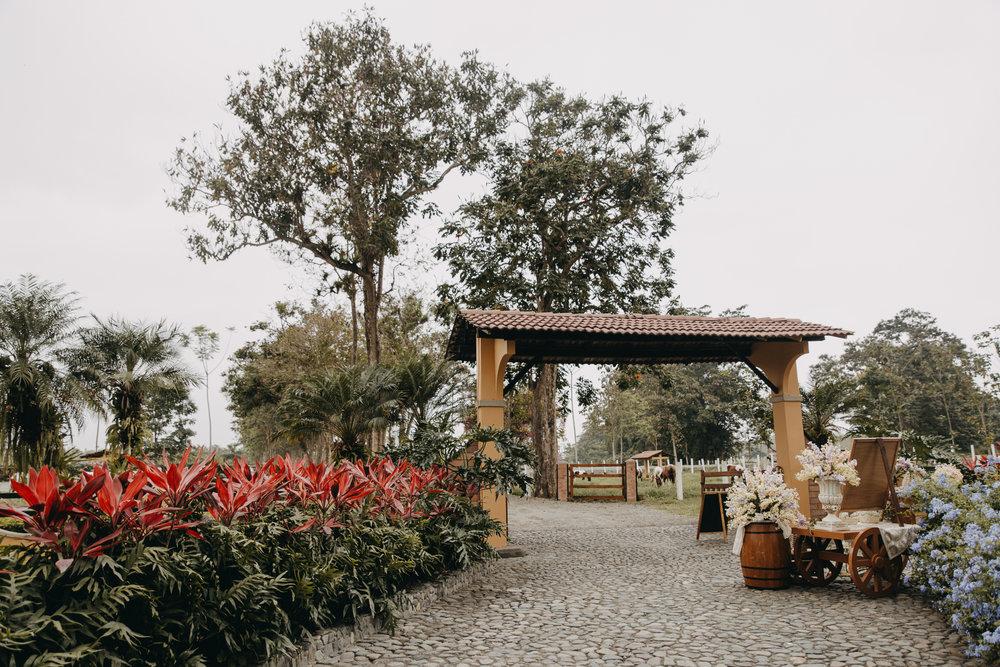 Michelle-Agurto-Fotografia-Bodas-Ecuador-Destination-Wedding-Photographer-Sol-Matthias-1.JPG