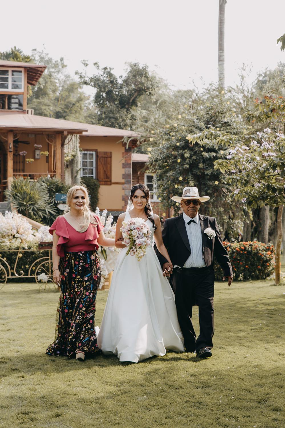 Michelle-Agurto-Fotografia-Bodas-Ecuador-Destination-Wedding-Photographer-Sol-Matthias-101.JPG