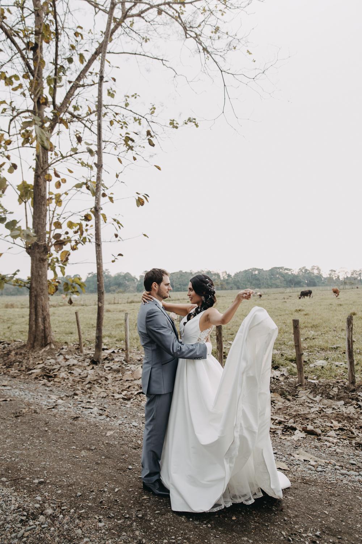 Michelle-Agurto-Fotografia-Bodas-Ecuador-Destination-Wedding-Photographer-Sol-Matthias-159.JPG