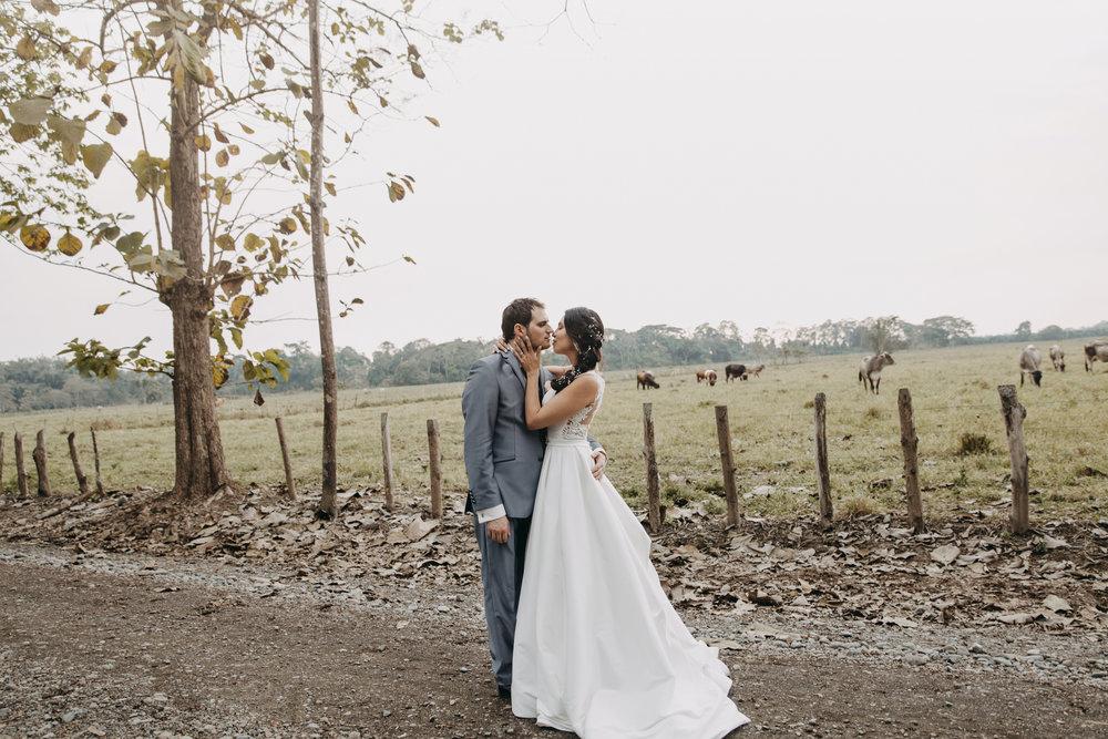 Michelle-Agurto-Fotografia-Bodas-Ecuador-Destination-Wedding-Photographer-Sol-Matthias-177.JPG
