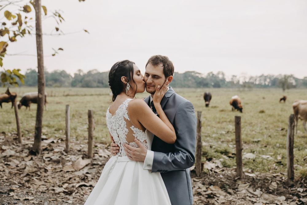 Michelle-Agurto-Fotografia-Bodas-Ecuador-Destination-Wedding-Photographer-Sol-Matthias-200.JPG