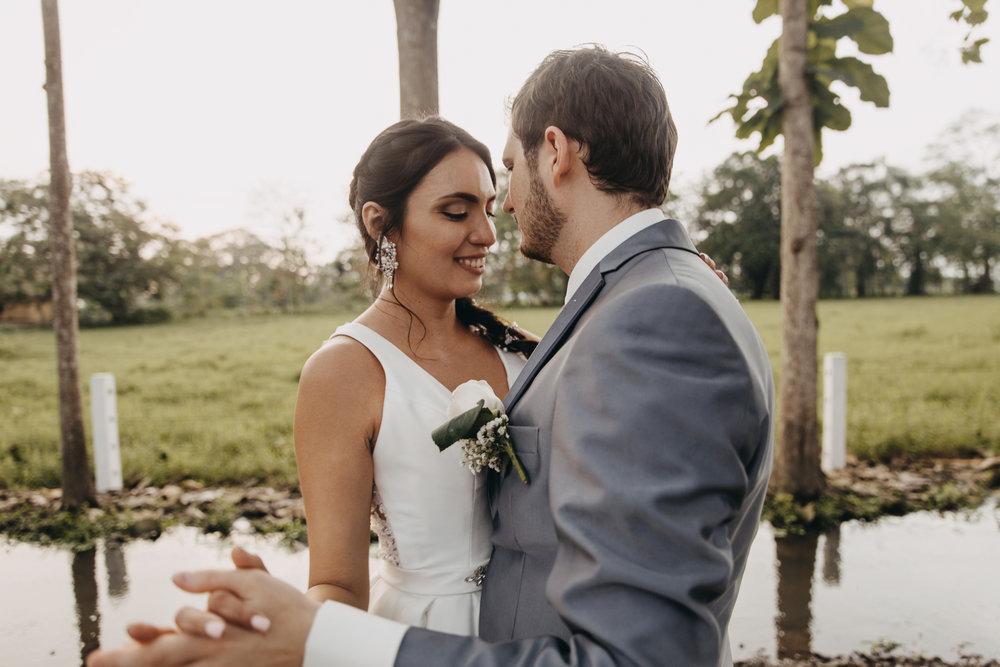Michelle-Agurto-Fotografia-Bodas-Ecuador-Destination-Wedding-Photographer-Sol-Matthias-228.JPG