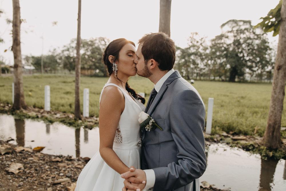 Michelle-Agurto-Fotografia-Bodas-Ecuador-Destination-Wedding-Photographer-Sol-Matthias-235.JPG