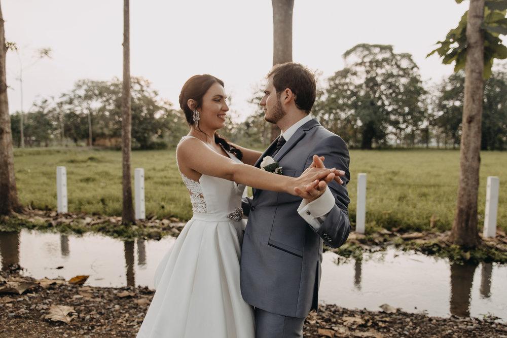 Michelle-Agurto-Fotografia-Bodas-Ecuador-Destination-Wedding-Photographer-Sol-Matthias-236.JPG