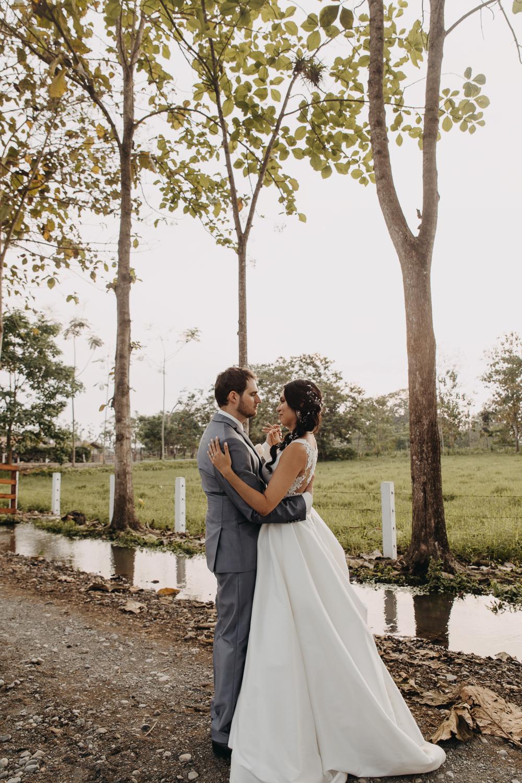 Michelle-Agurto-Fotografia-Bodas-Ecuador-Destination-Wedding-Photographer-Sol-Matthias-240.JPG