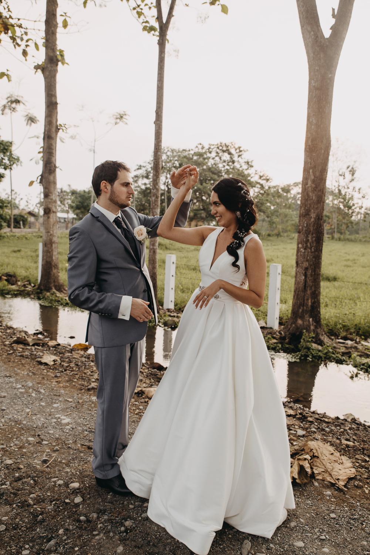 Michelle-Agurto-Fotografia-Bodas-Ecuador-Destination-Wedding-Photographer-Sol-Matthias-244.JPG