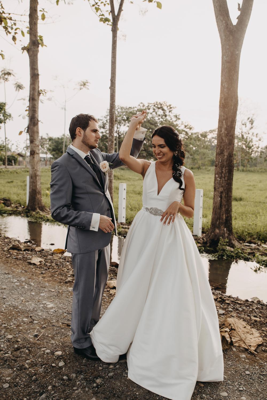 Michelle-Agurto-Fotografia-Bodas-Ecuador-Destination-Wedding-Photographer-Sol-Matthias-245.JPG