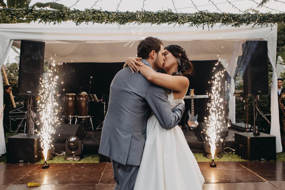 Michelle-Agurto-Fotografia-Bodas-Ecuador-Destination-Wedding-Photographer-Sol-Matthias-299.JPG