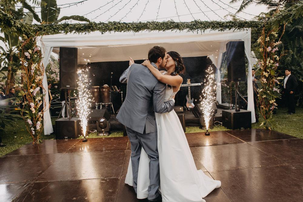 Michelle-Agurto-Fotografia-Bodas-Ecuador-Destination-Wedding-Photographer-Sol-Matthias-298.JPG
