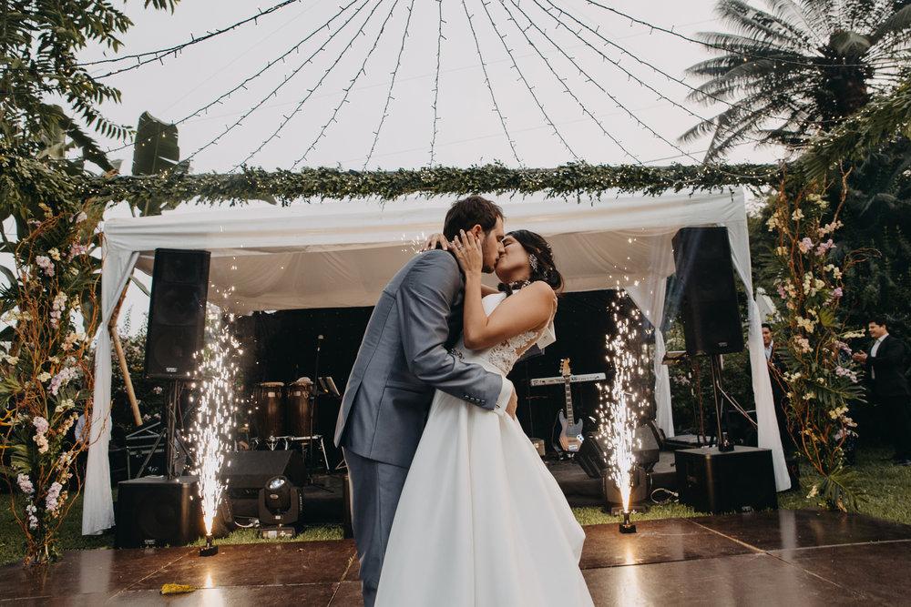Michelle-Agurto-Fotografia-Bodas-Ecuador-Destination-Wedding-Photographer-Sol-Matthias-300.JPG