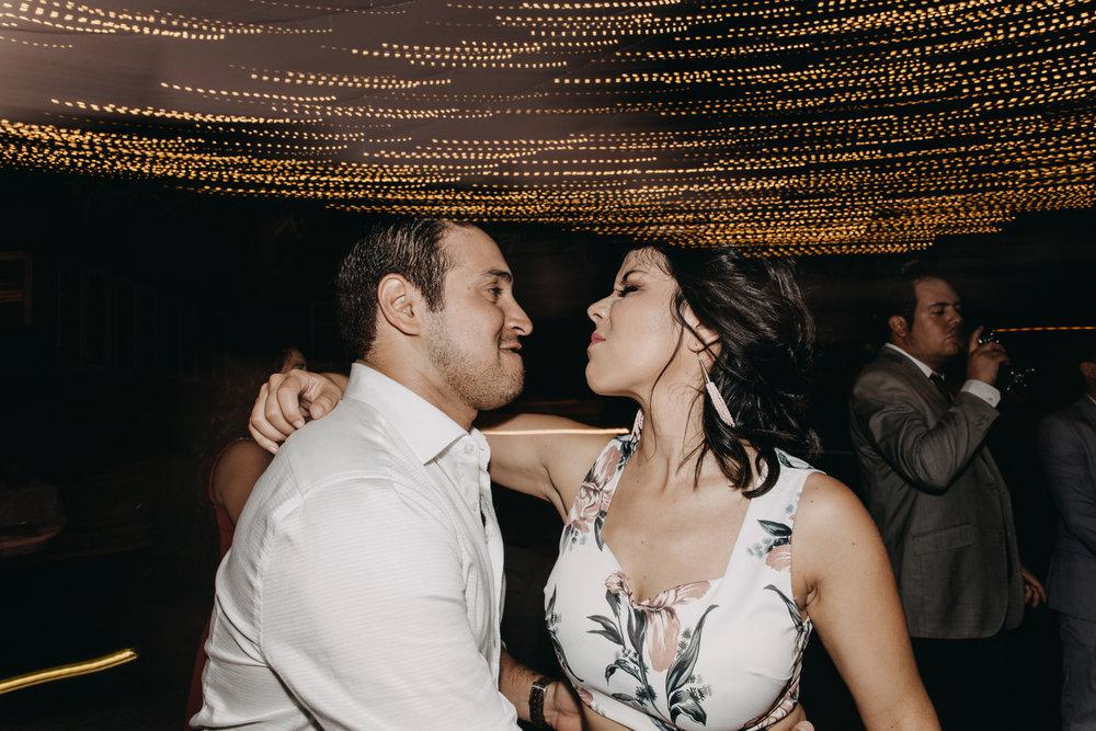 Michelle-Agurto-Fotografia-Bodas-Ecuador-Destination-Wedding-Photographer-Sol-Matthias-356.JPG