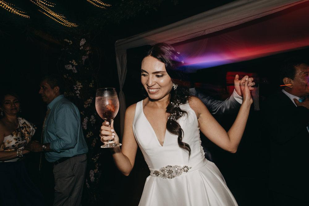 Michelle-Agurto-Fotografia-Bodas-Ecuador-Destination-Wedding-Photographer-Sol-Matthias-375.JPG