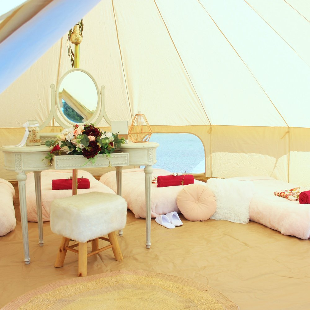 adults-glamping