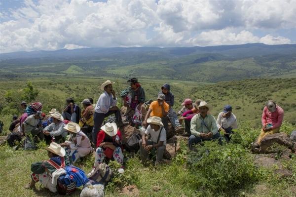 Wixárika community during reoccupation of ancestral lands, Sept. 22, 2016 (photo by Abraham Pérez)