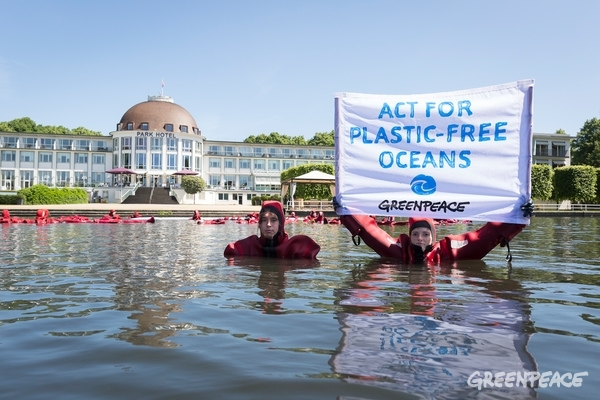 Protest at the G20 Conference in Bremen, 1 June 2017. © Daniel Müller / Greenpeace