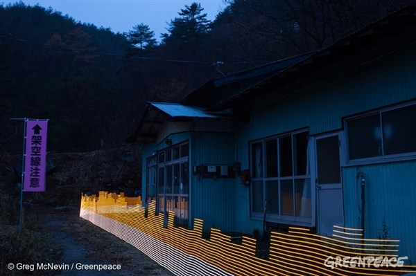 A special light painting technique reveals radioactive contamination in Fukushima.