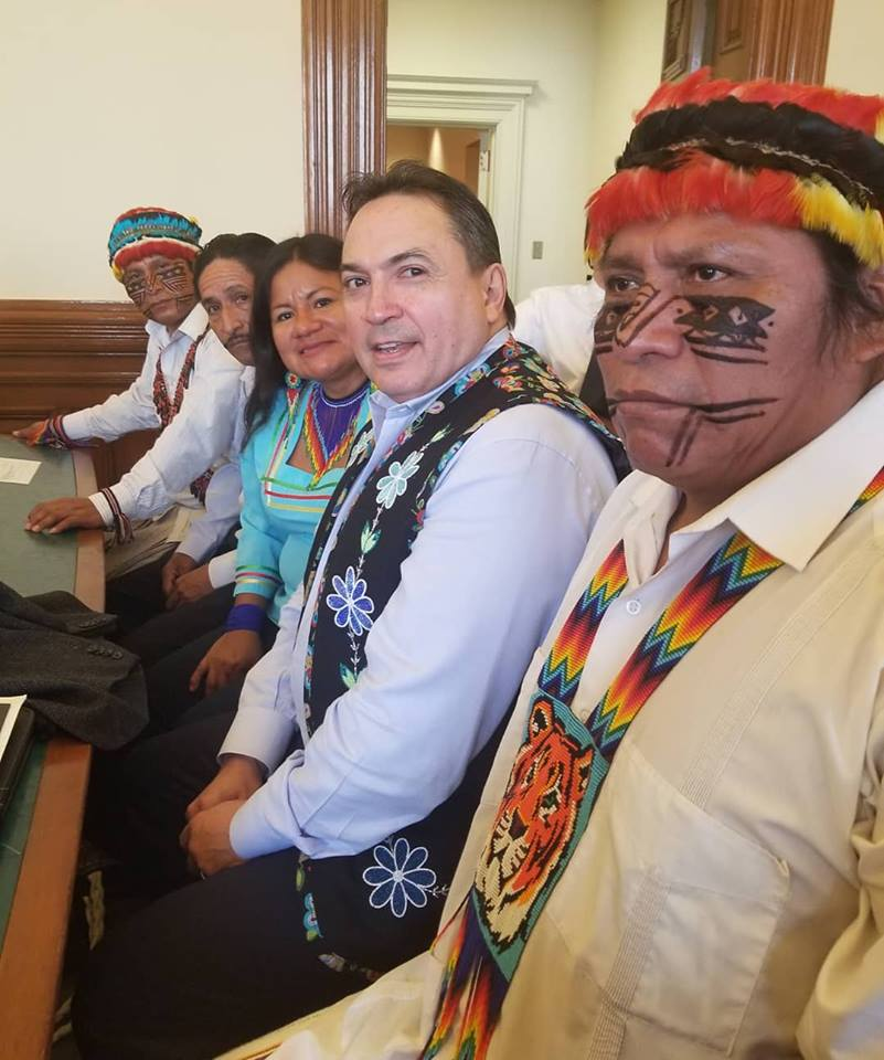 Hugo Camacho, Amazon Defense Coalition (second from left) was one of the villagers named in the US RICO case. Here, he joins Domingo Paes, Achuar; Canadian Assembly of First Nations Grand Chief Perry Bellegarde, Janeth Cuji, Kichwa; and Rafael Pandam, President of the Indigenous Amazonian Parliament of Ecuador, in a Canadian court © Johanna Luna
