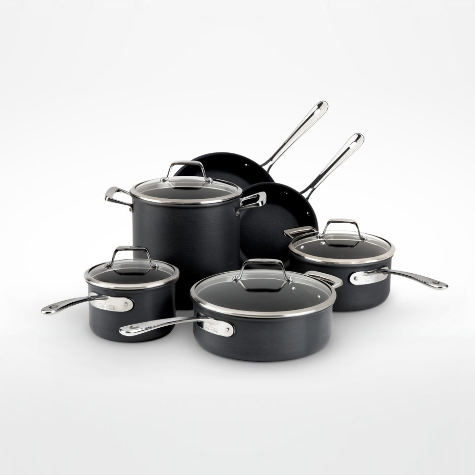 B3 Coockware   Client: All-Clad 2012  American cookware brand All-Clad, sought to reach out to a new and younger generation of aspiring cooks with new B3 Anodized Aluminum line of cookware. For this launch, they enlisted emerging American design firm, Nonlinear Studio, to update their cookware to meet the visual and ergonomic needs of their more design savvy new audience, while maintaining an important balance with their iconic brand language.